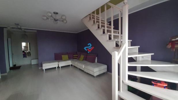 На продажу выставлена большая двухуровневая квартира на улице Балтийская.