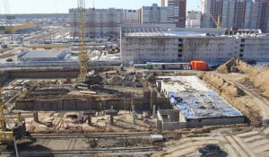 Строительная площадка новой поликлиники в Барнауле.