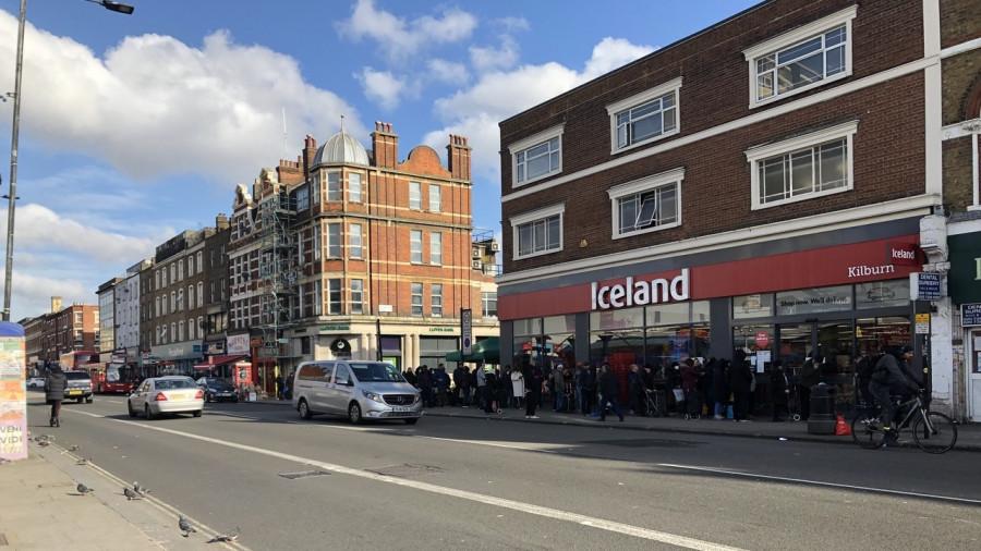 Очередь в супермаркет в Лондоне. Март, 2020.