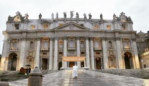 Папа римский Франциск призвал прекратить все боевые действия во время пандемии.