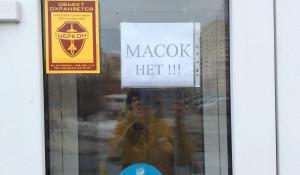 Объявление на аптеке №1 в Барнауле. 3 апреля 2020 года.