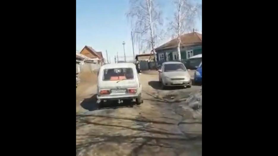 Неизвестные освящали Чесноковку в Новоалтайске