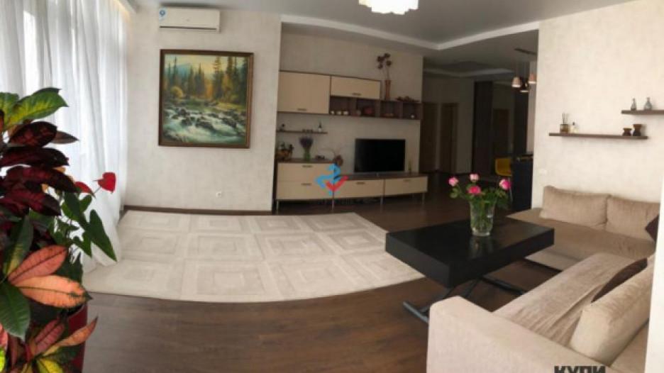 В Барнауле выставили на продажу большую квартиру с видами на закат.