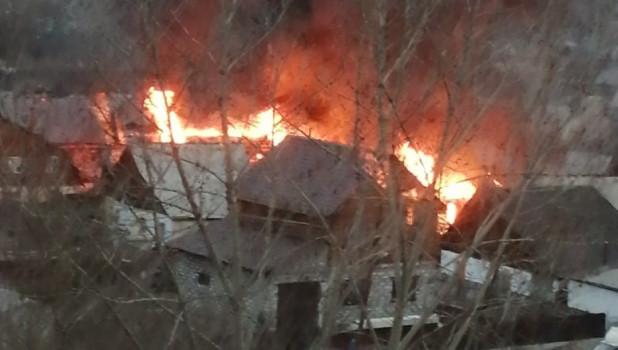 """Пожар в районе барнаульской """"ямы""""."""