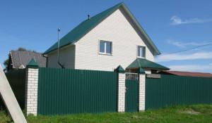 В поселке Фирсово продается большой коттедж под отделку с сауной и участком.