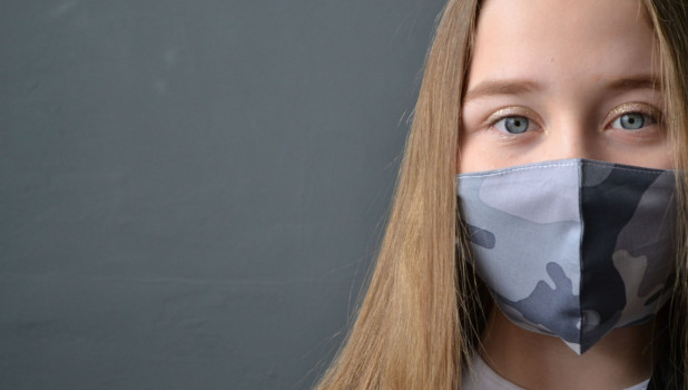 16 добровольцев приняли участие в фотосессии масок и платков. Каждый получил в подарок маску.
