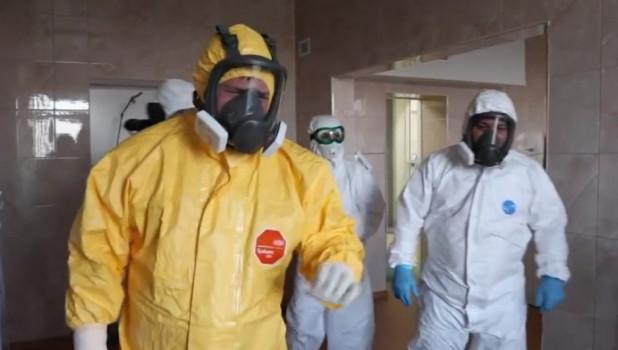 Кадыров посетил больницу, где лечат пациентов с коронавирусом.