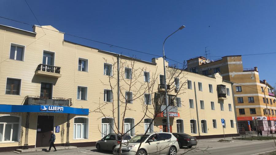 """Здание, в котором был главный офис """"Элин-Банка"""", Барнаул, ул. Профинтерна, 38."""