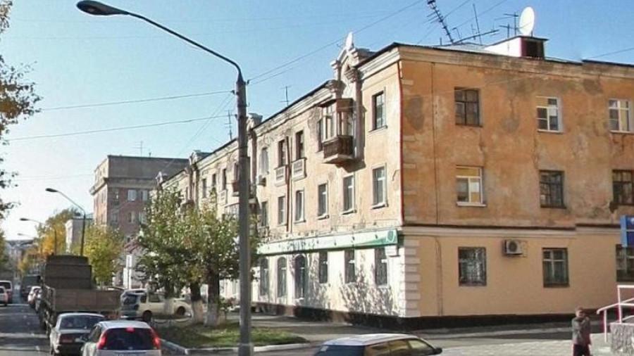 """Здание, в котором располагался """"Элин-Банк""""."""