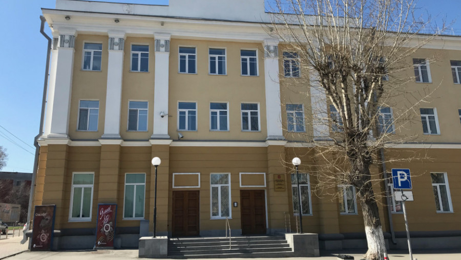 Отсюда в 1990-е годы контролировалась деятельность коммерческих банков в Алтайском крае.