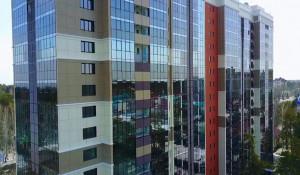17-этажная высотка в живописном районе Барнаула.