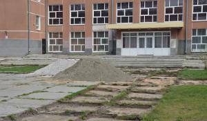 Благоустройство площади у музыкального театра в Барнауле.