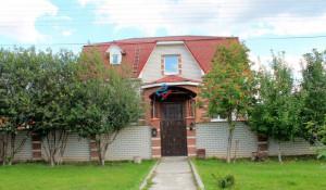 Продается коттедж на улице Хлеборобной в Барнауле.