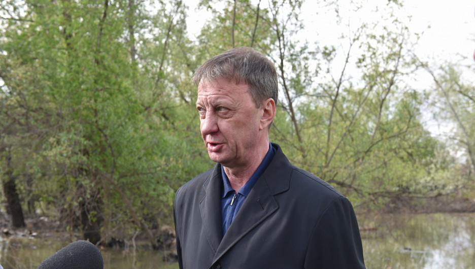 Глава Барнаула Вячеслав Франк посетил микрорайон Затон.