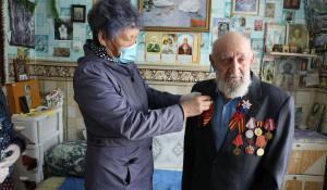 Алтай-Кокс поздравил ветеранов и тружеников тыла с 75-летием Победы.