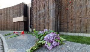 Барнаульцы пришли на Мемориал Славы 9 мая 2020 года, несмотря на пандемию.