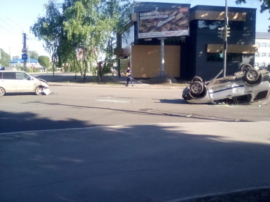 В Бийске перевернулся автомобиль