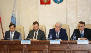 Вячеслав Шермер (второй справа).