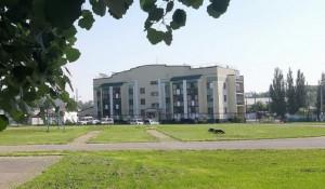 Барнаульская школа №31 реконструирует стадион.