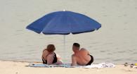 Пандемия не помешала барнаульцам отправиться на пляж.