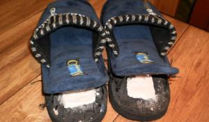Наркотики в тапочках пытались передать в новосибирскую колонию.