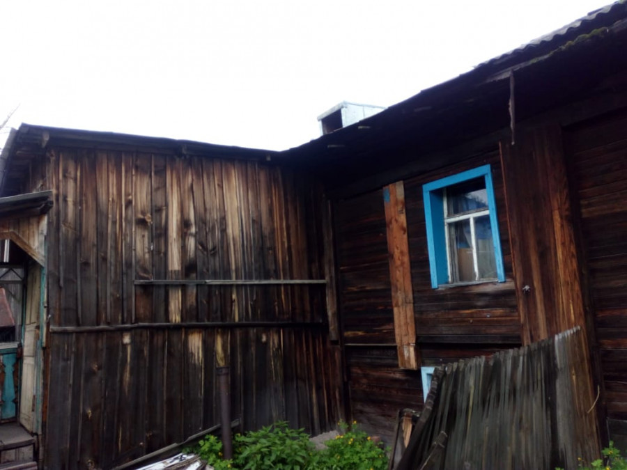 Аварийный дом Марины и внука Руслана.