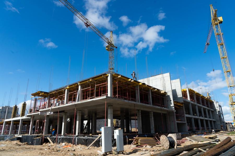 Строительство поликлиники в Барнауле. Май 2020 года.