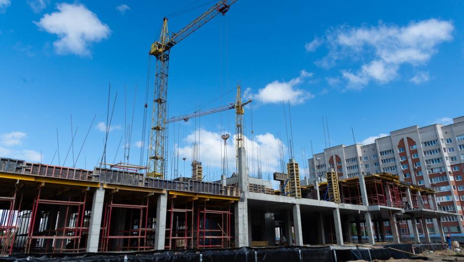 Строительство новой поликлиники в Барнауле. Май 2020 года.