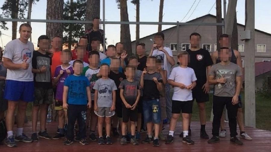 Новосибирский тренер с воспитанниками.