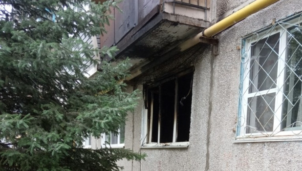 Пожар в панельной пятиэтажке в Барнауле.
