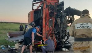 Два грузовика столкнулись в Алтайском крае.