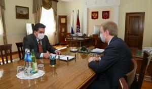 Рабочая встреча Виктора Томенко (справа) и Юрия Куриленко 29 мая 2020 года.