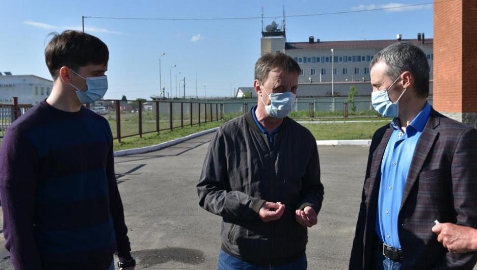 "Вячеслав Франк проводит совещание в ""Адмирале""."