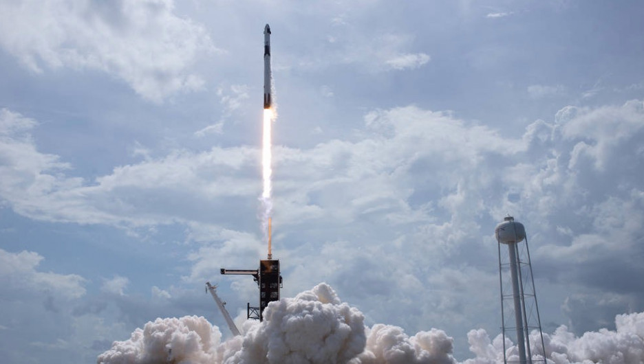 Запуск ракеты Falcon 9 30 мая 2020 года.