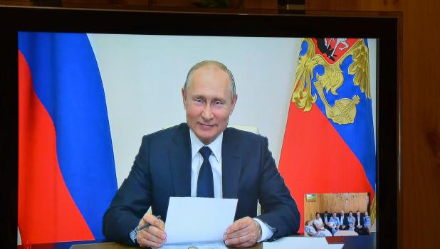 Владимир Путин поздравил с алтайскую семью Лещевых.