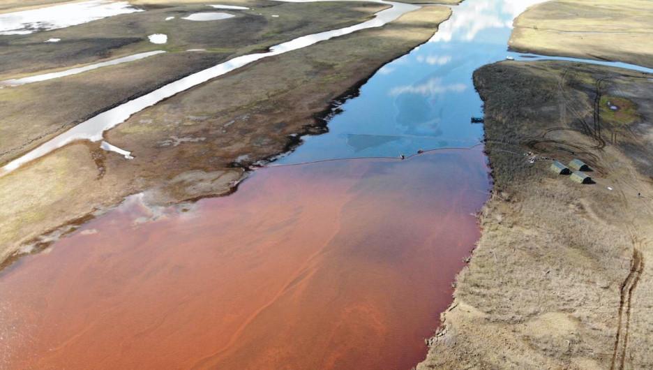 Экокатастрофа в Заполярье. Разлив нефтепродуктов.