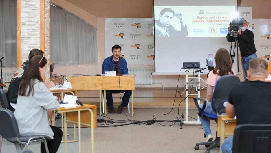 Первое занятие лаборатории видеопоэзии Рождественского.