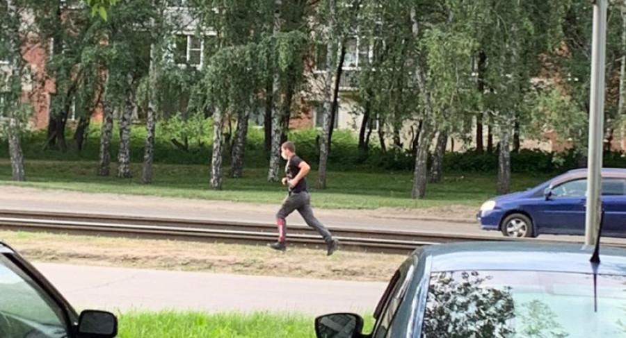 В Барнауле разыскивают грабителя.