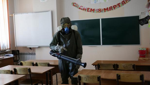 Обработка школ от коронавируса в Новосибирске.