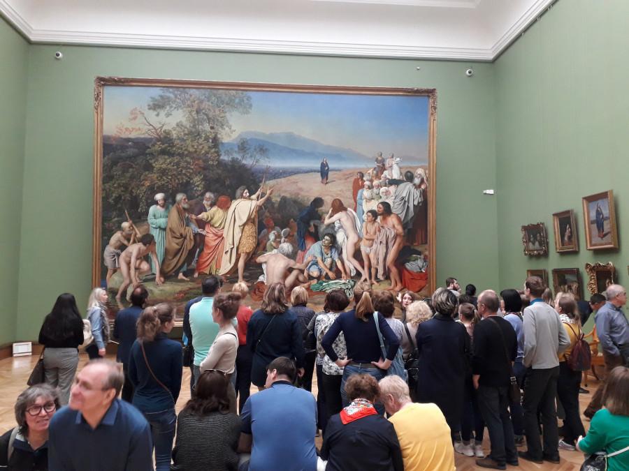 В Третьяковской галерее возле картины Александра Иванова.