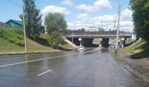 В Барнауле прорвало трубу теплосетей.