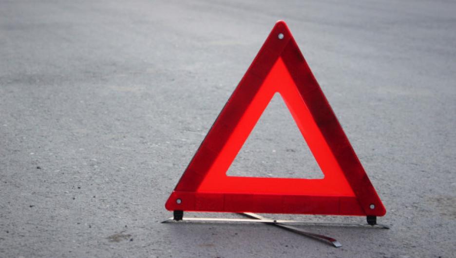 Пешеход попал под машину на перекрестке в Барнауле