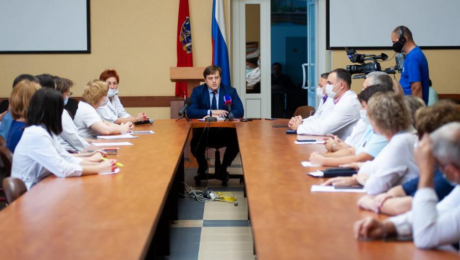 Встреча министра здравоохранения Алтайского края с врачами Диагностического центра.