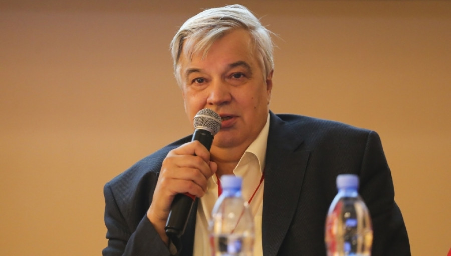 Александр Корбут.