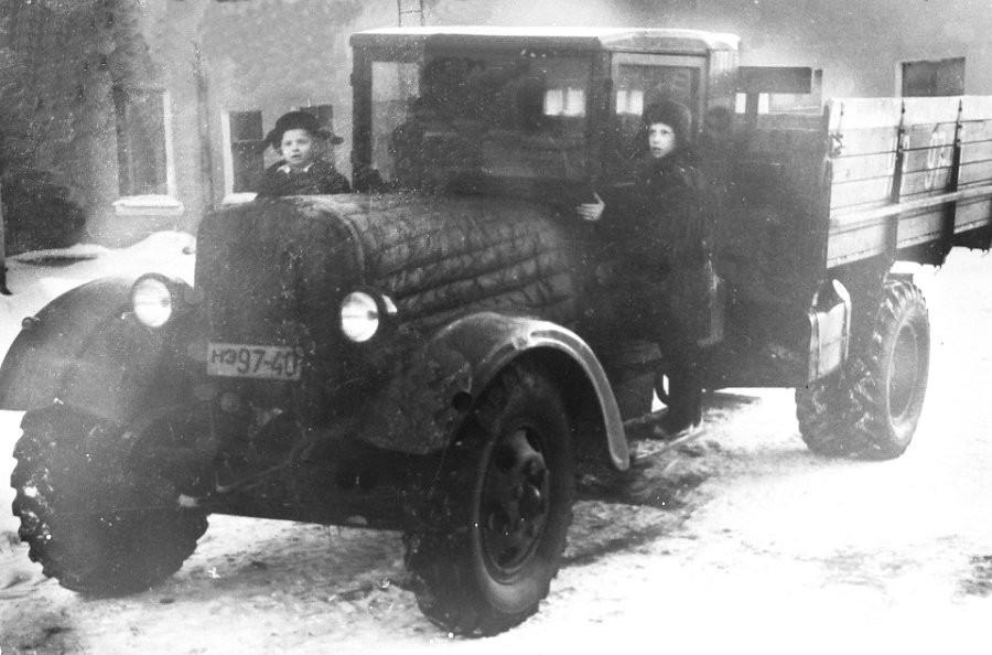 "1940-е годы, автобус ЗИС треста ""СтройГАЗ""."