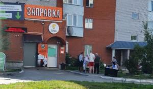 В Барнауле как могут собирают голоса по поправкам к Конституции РФ.
