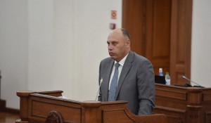 Министр финансов Алтайского края Данил Ситников. Сессия АКЗС 26 июня 2020 года.