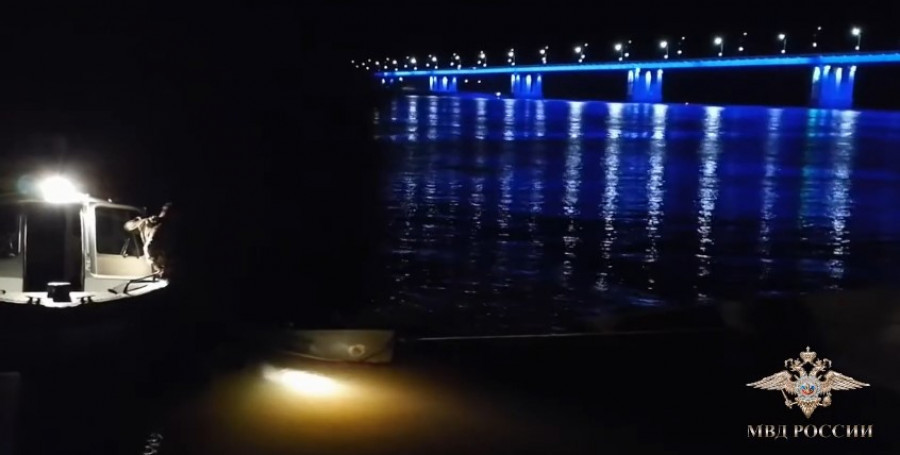На Оби в Барнауле перевернулась лодка.