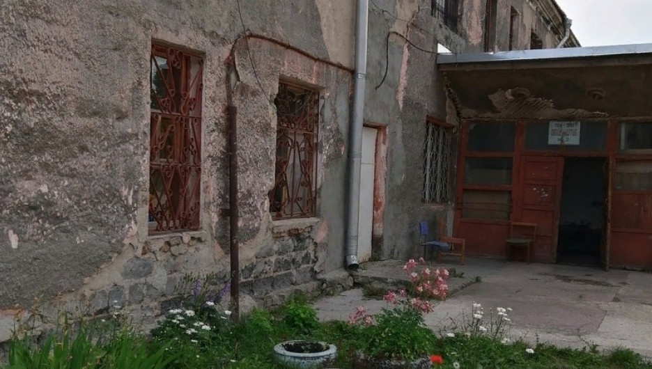 Аварийный дом на ул. Петра Сухова.