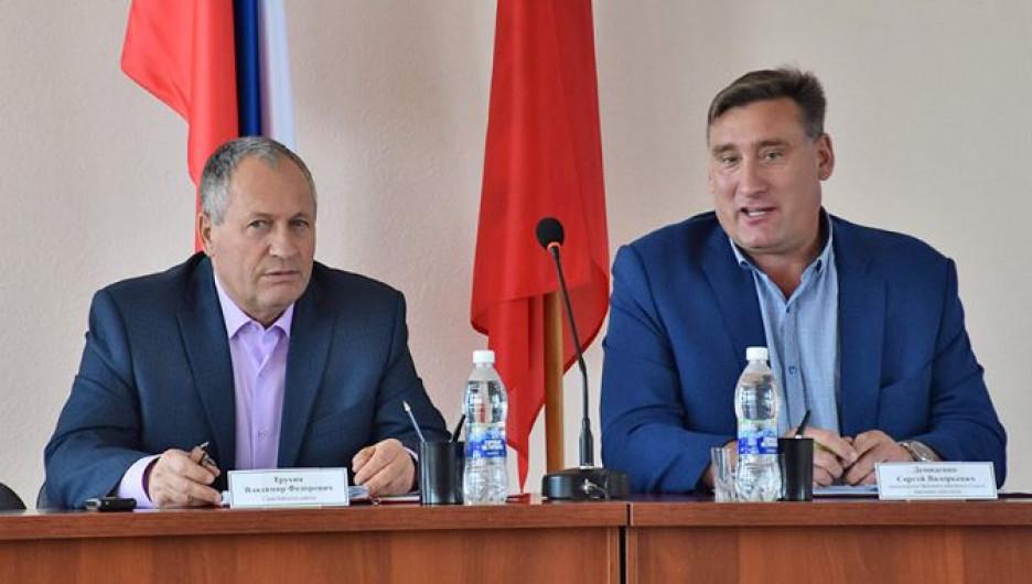 Глава Бийского района Владимир Трухин и депутат Сергей Демиденко.